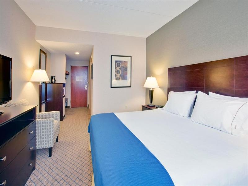 1 King Bed 2 Room Whirlpool Suite Non-Smoking