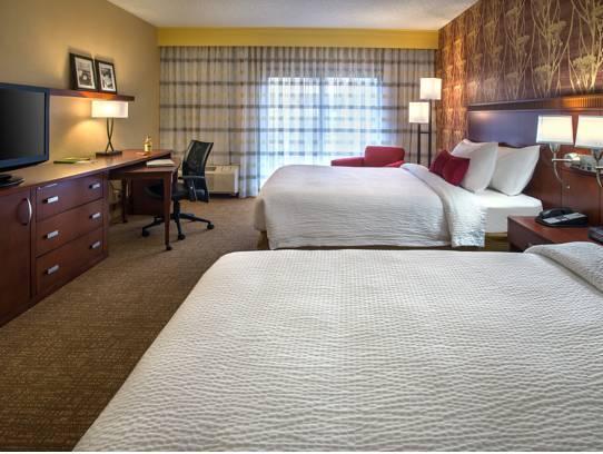 Newly Renovated 2 Queen, Guest room, 2 Queen