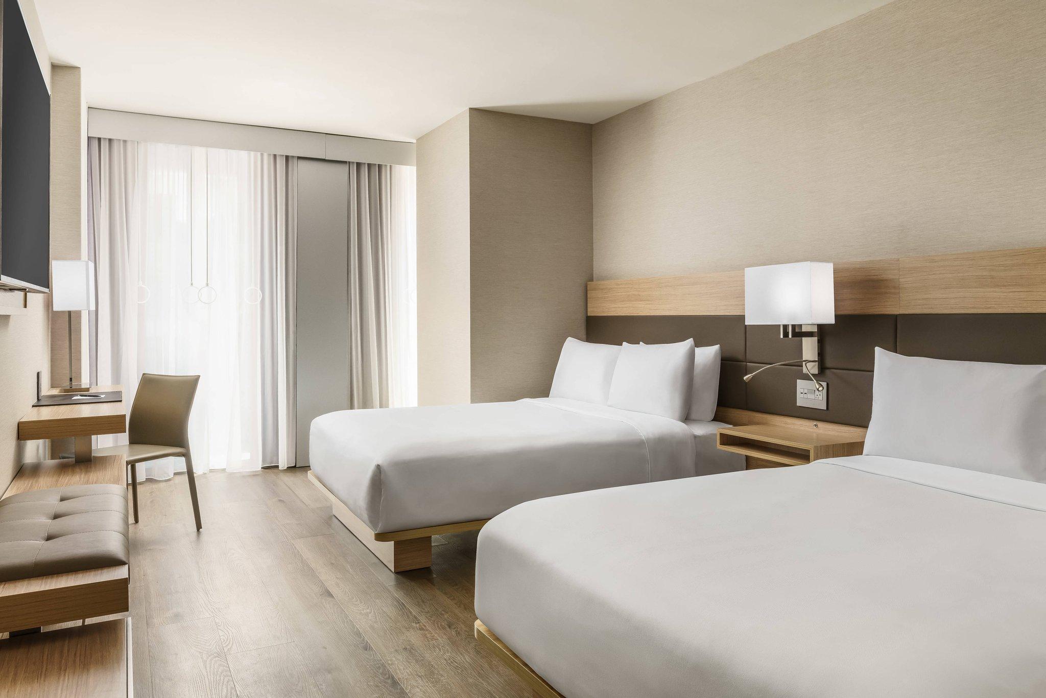 Guest room, 2 Queen, City view