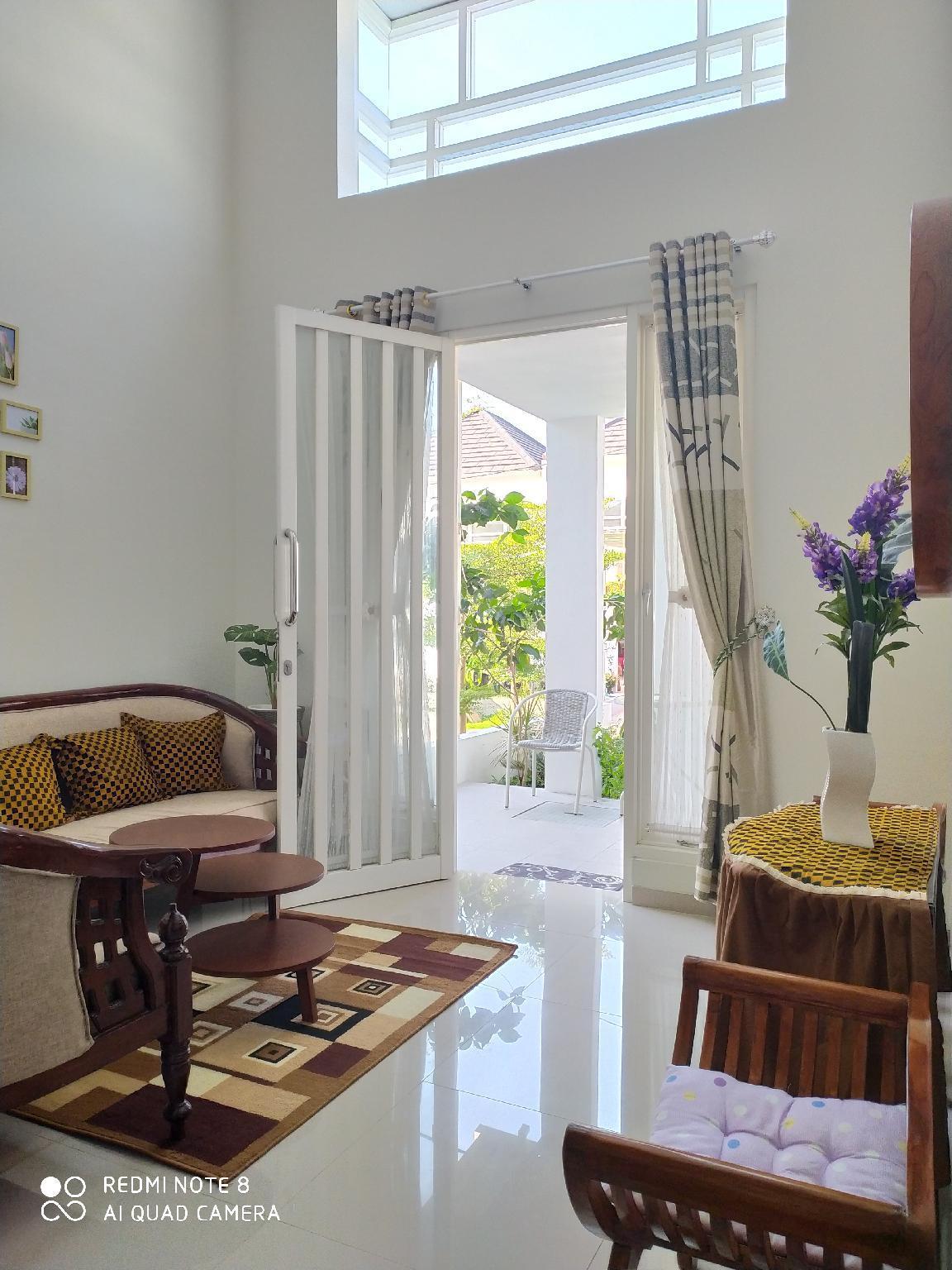 Alysahouse - 2 Bedrooms, Malang