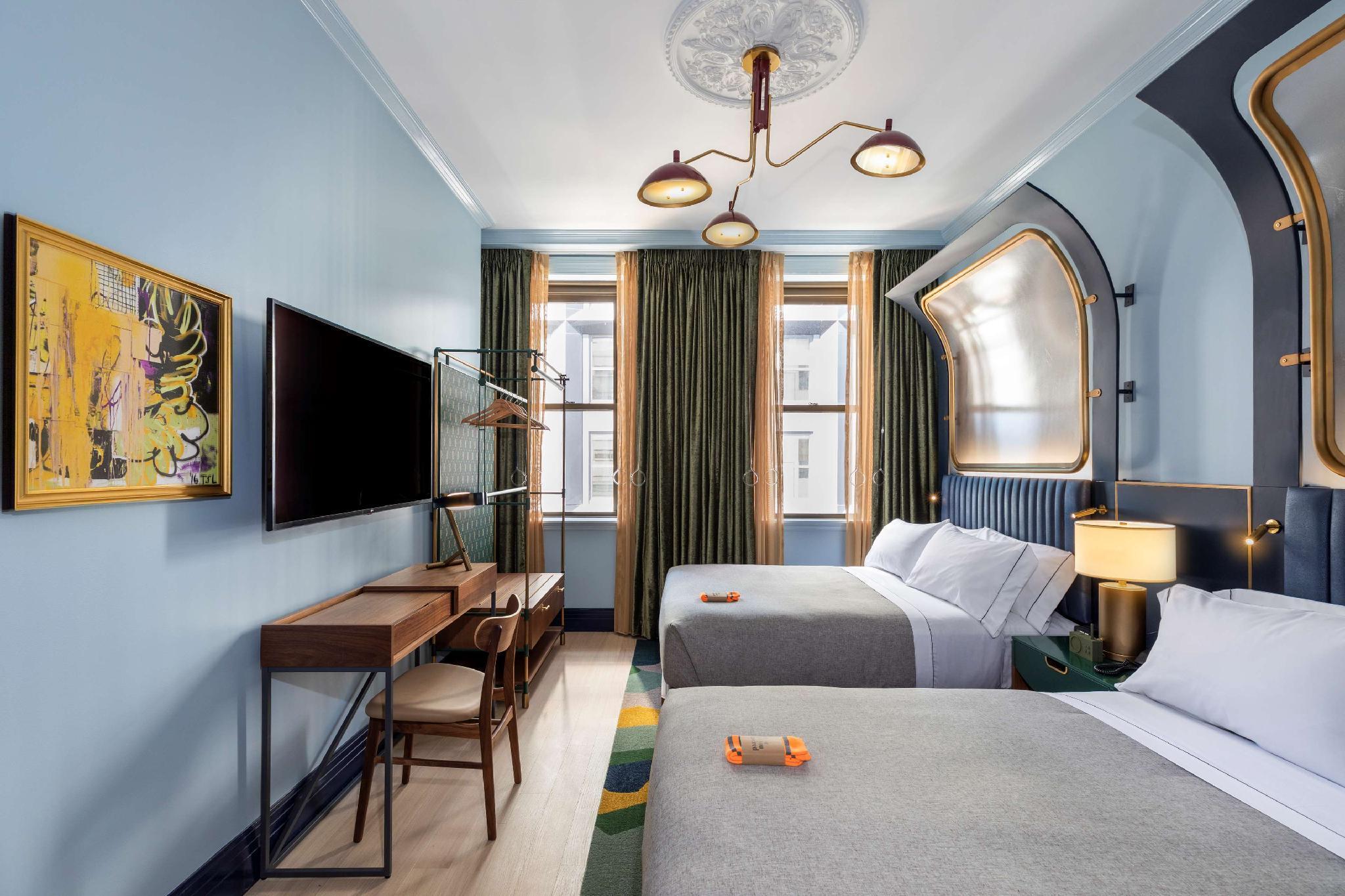 2 Queen Beds Premium