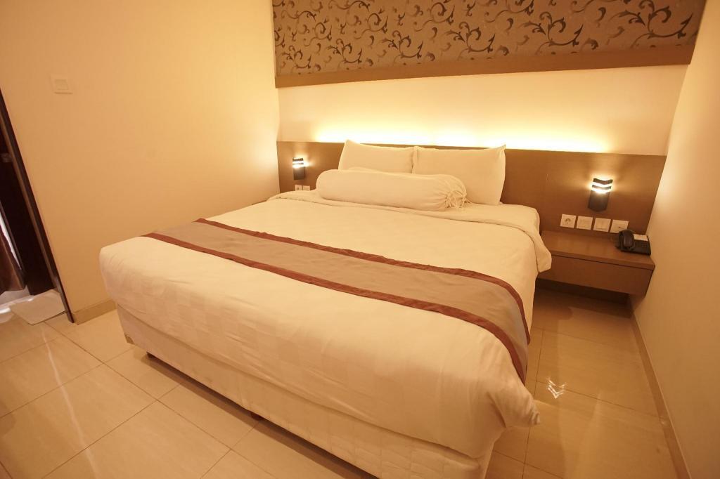 Fasilitas kamar Viva Hotel Kediri by Azana