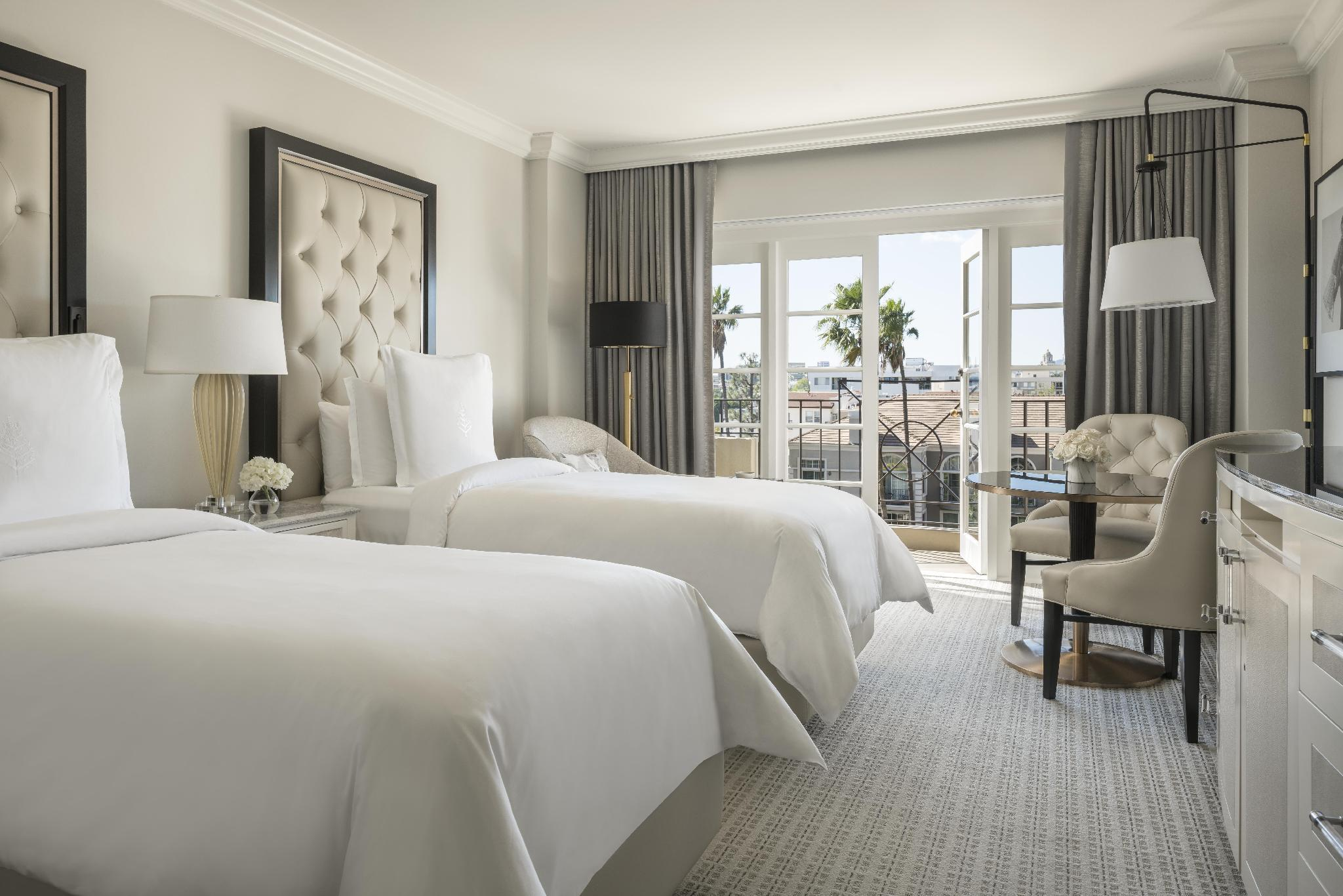 Deluxe Room with 2 Twin Beds and Balcony - Accessible