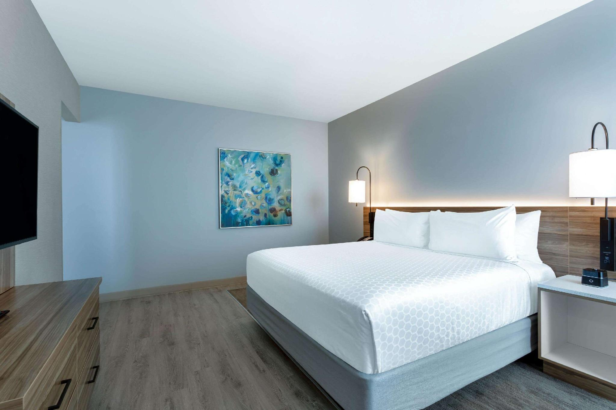 1 King Bed, Hearing Impaired Accessible Studio Suite, Non-Smoking