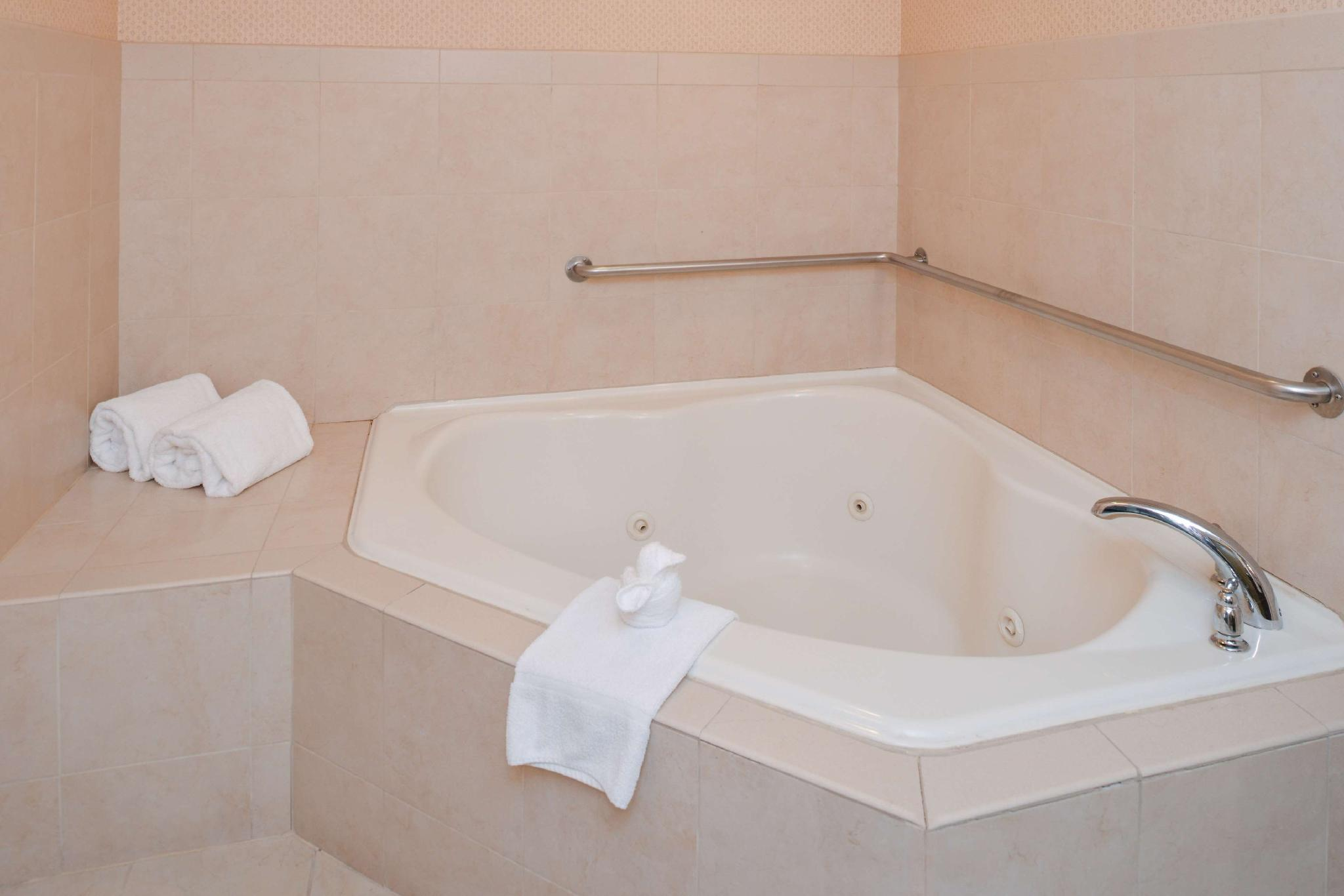 1 King Mobility Hearing Accessible Tub Suite Non-Smoking