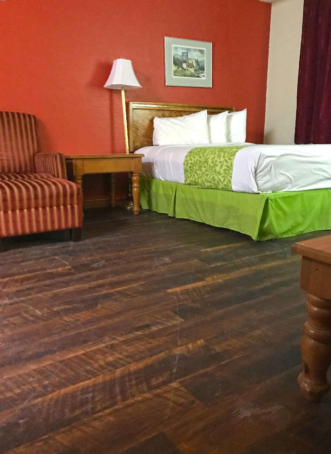 Deluxe Suite Queen Bed