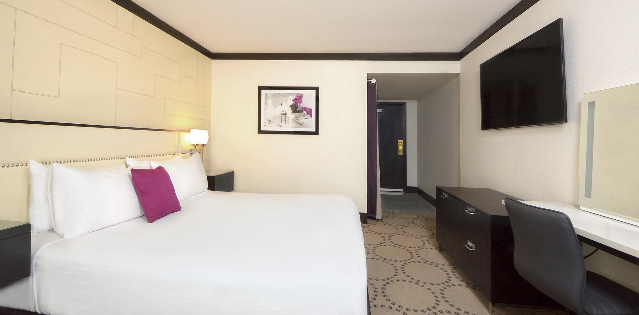 South Tower Premium Room with King Bed - Smoking