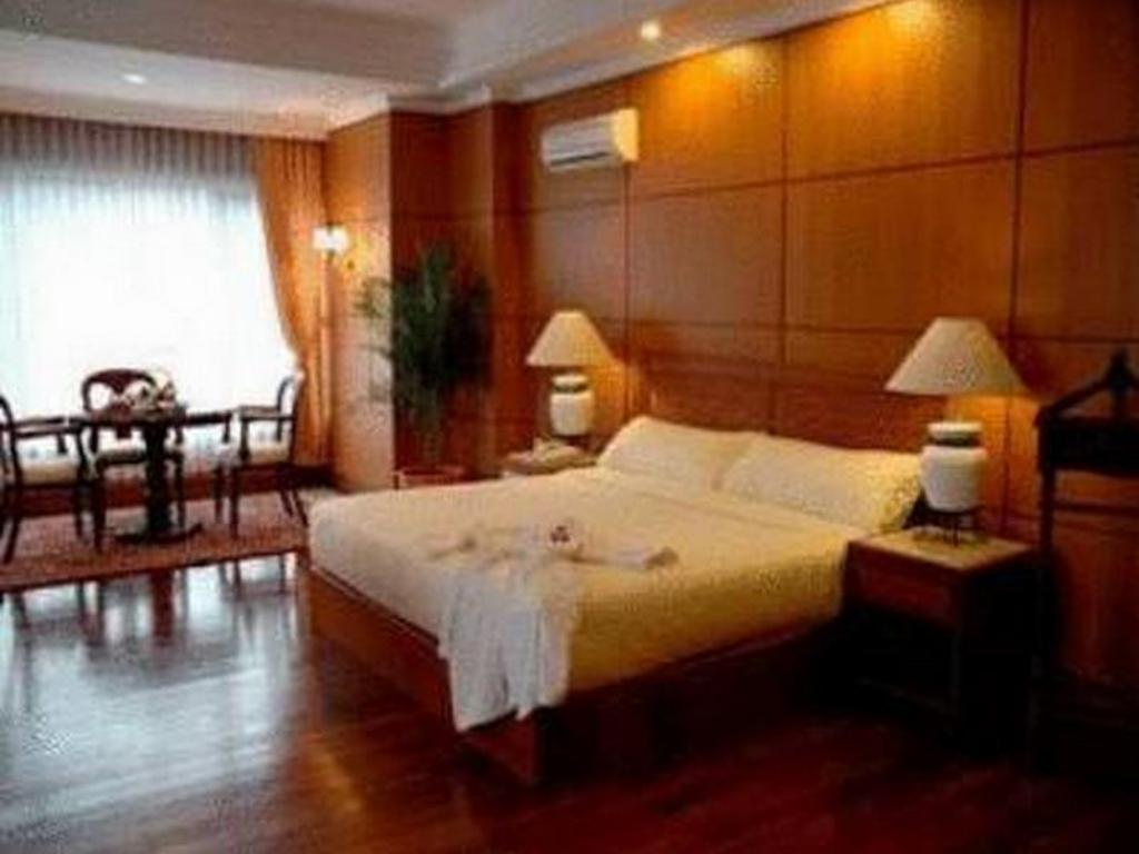 Fsilitas kamar hotel Royal Senyiur Hotel