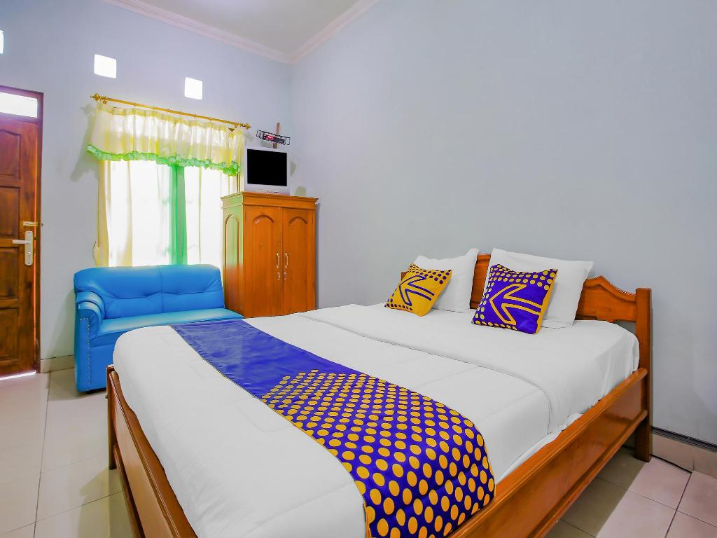Fasilitas kamar SPOT ON 90100 Hotel Kediri Bandungan