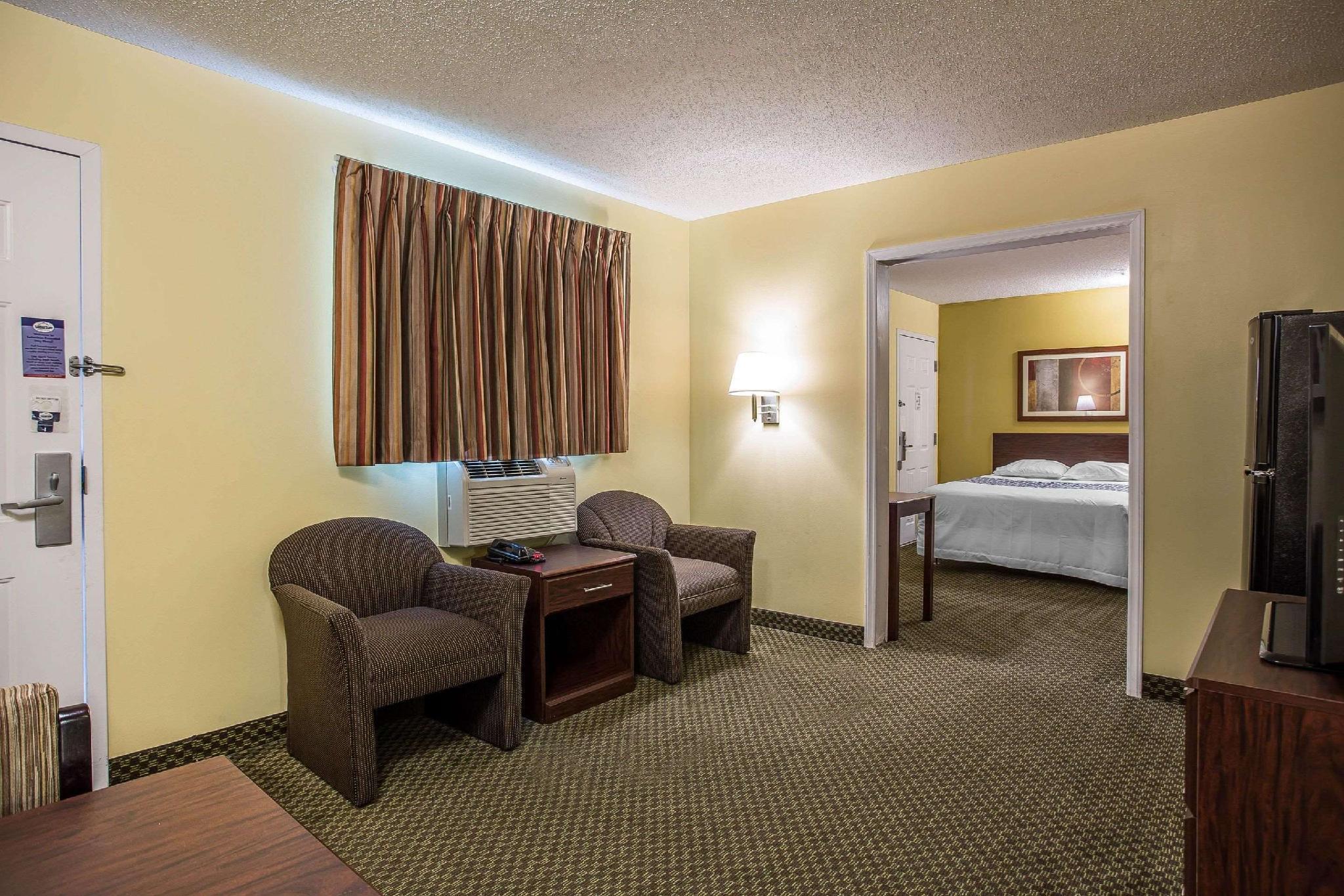 2 Queen Beds, Efficiency, Suite, Smoking