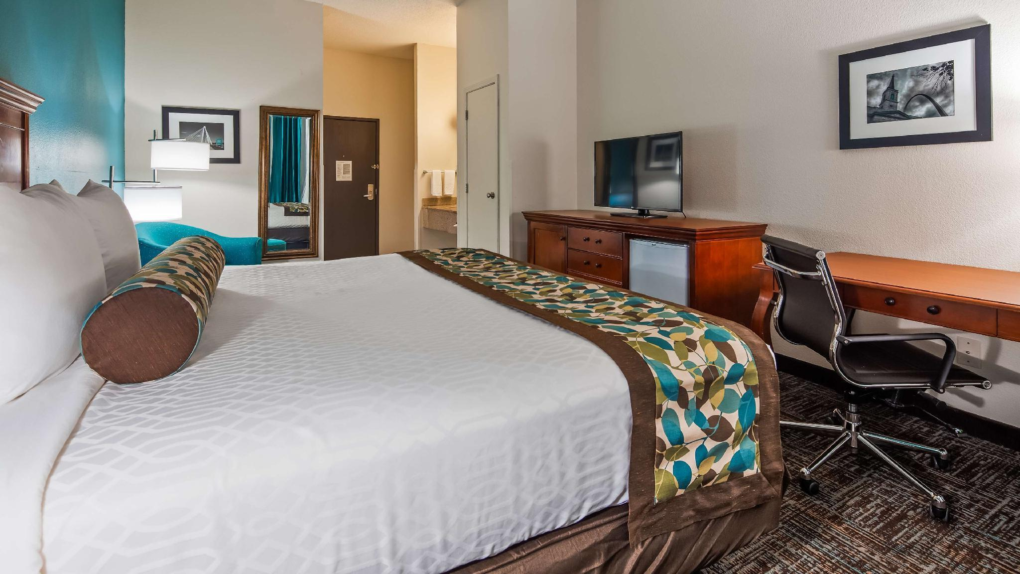Business 1 King Bed Non-Smoking Room