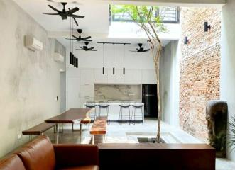 Luxurious Shophouse 7 ensuite rooms in Core Zone