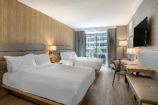 Guest room, 2 King, City view