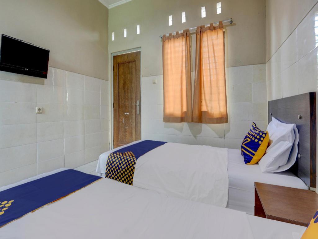 Fasilitas kamar SPOT ON 90159 Puri Asoka Guest House