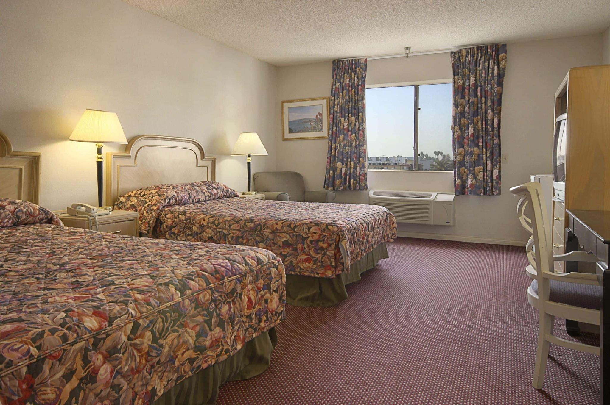 2 King Beds, One-Bedroom, Suite, Non-Smoking
