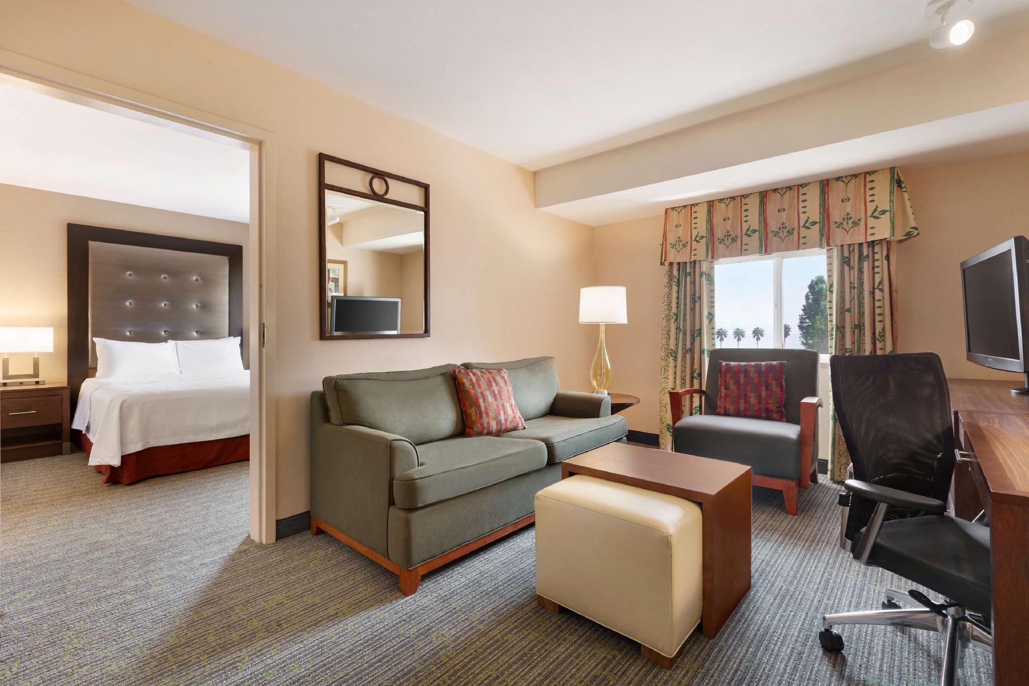 1 King 1 Bedroom Premium Suite Non-Smoking