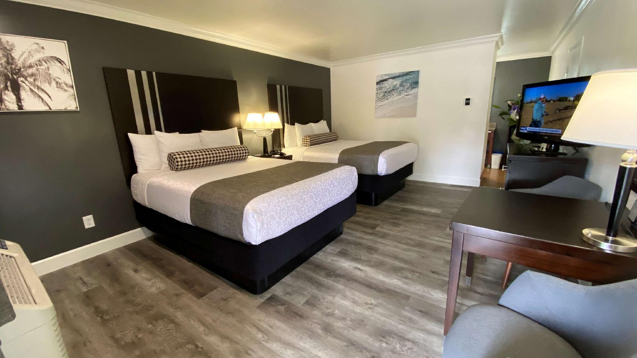 2 Queen Beds with Bathtub - Disabled Access, No Smoking