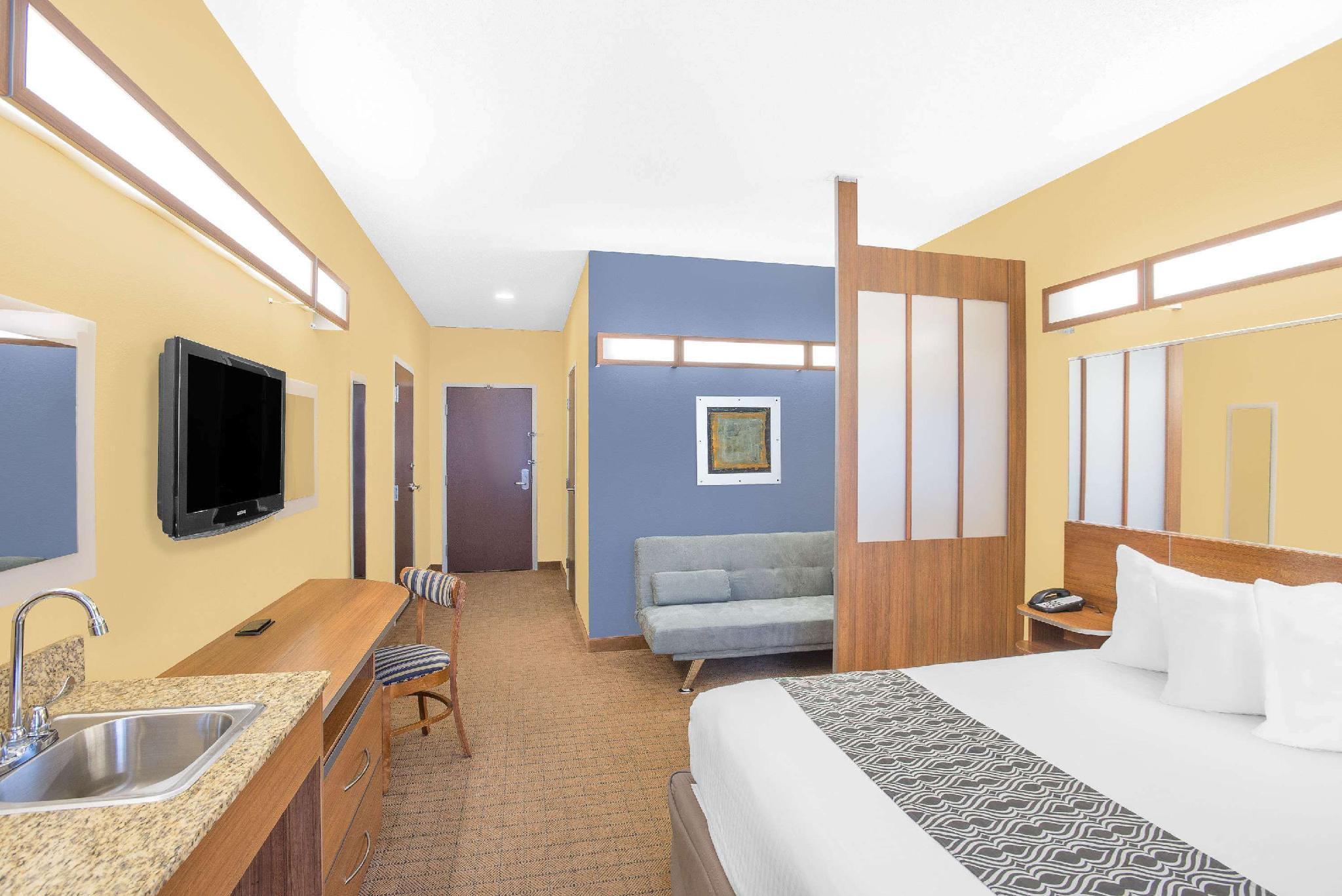 1 Queen Bed Studio Suite Non-Smoking