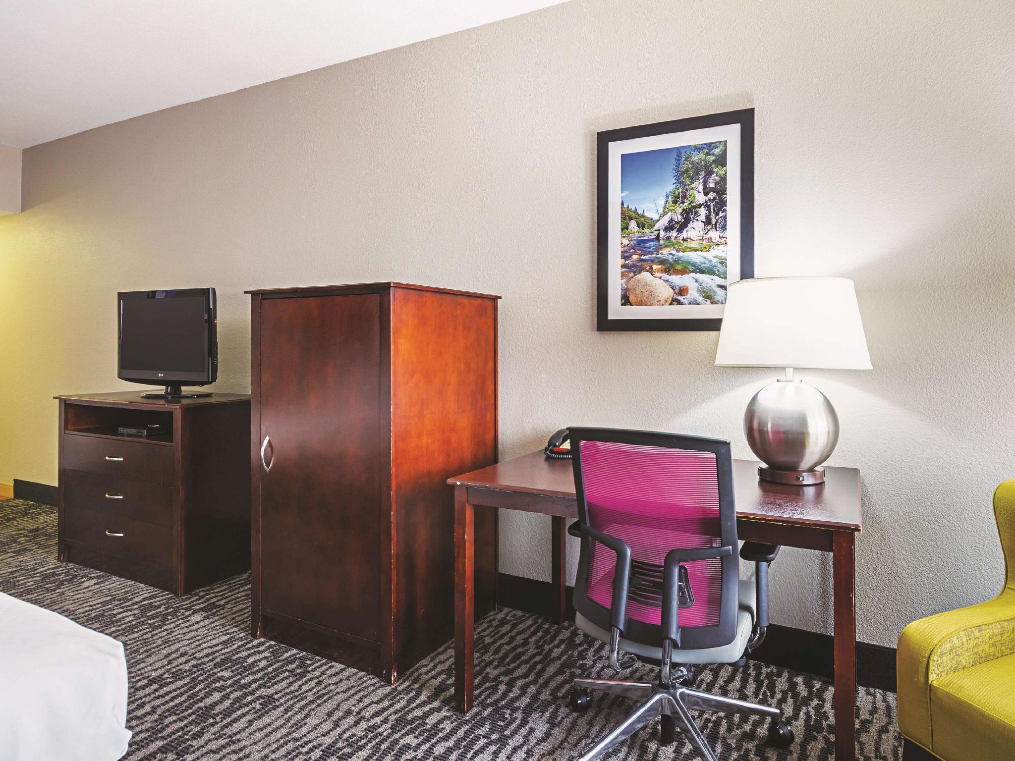 2 Queen Beds, Family Room, Non-Smoking