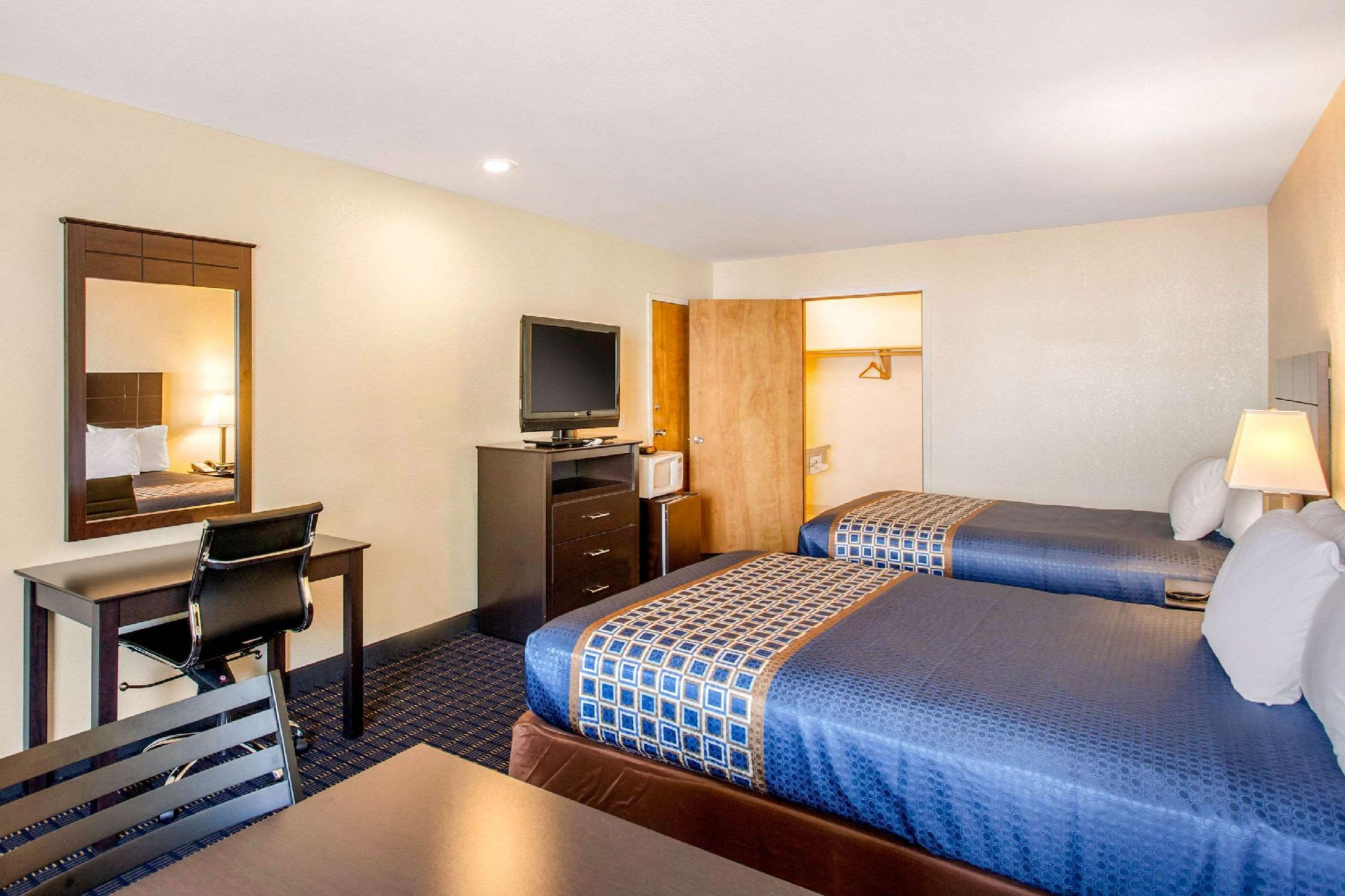 2 Double Beds Accessible