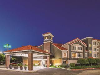 La Quinta Inn & Suites by Wyndham Fort Worth North