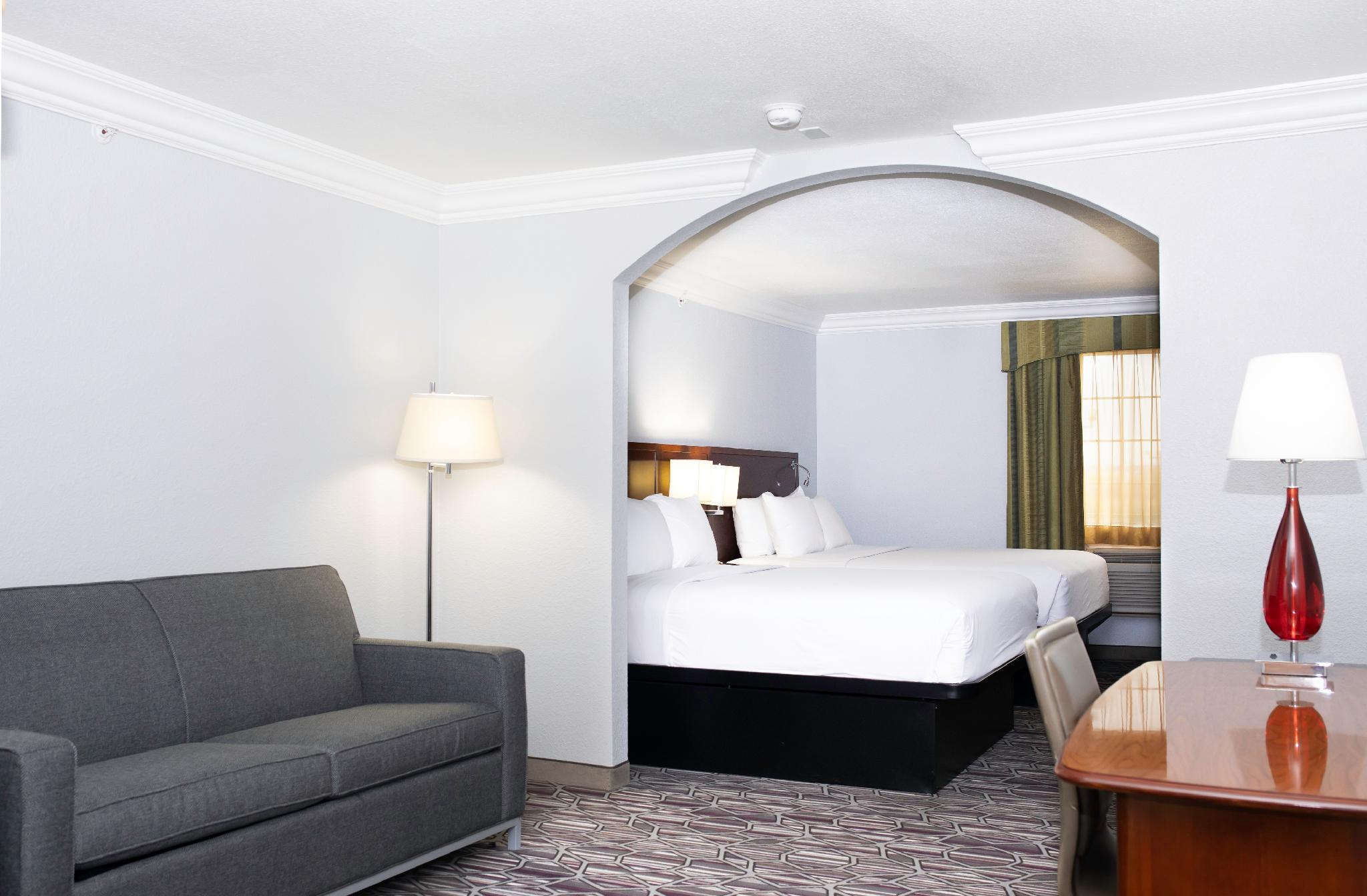 2 Queen Beds Suite Accessible Non-smoking