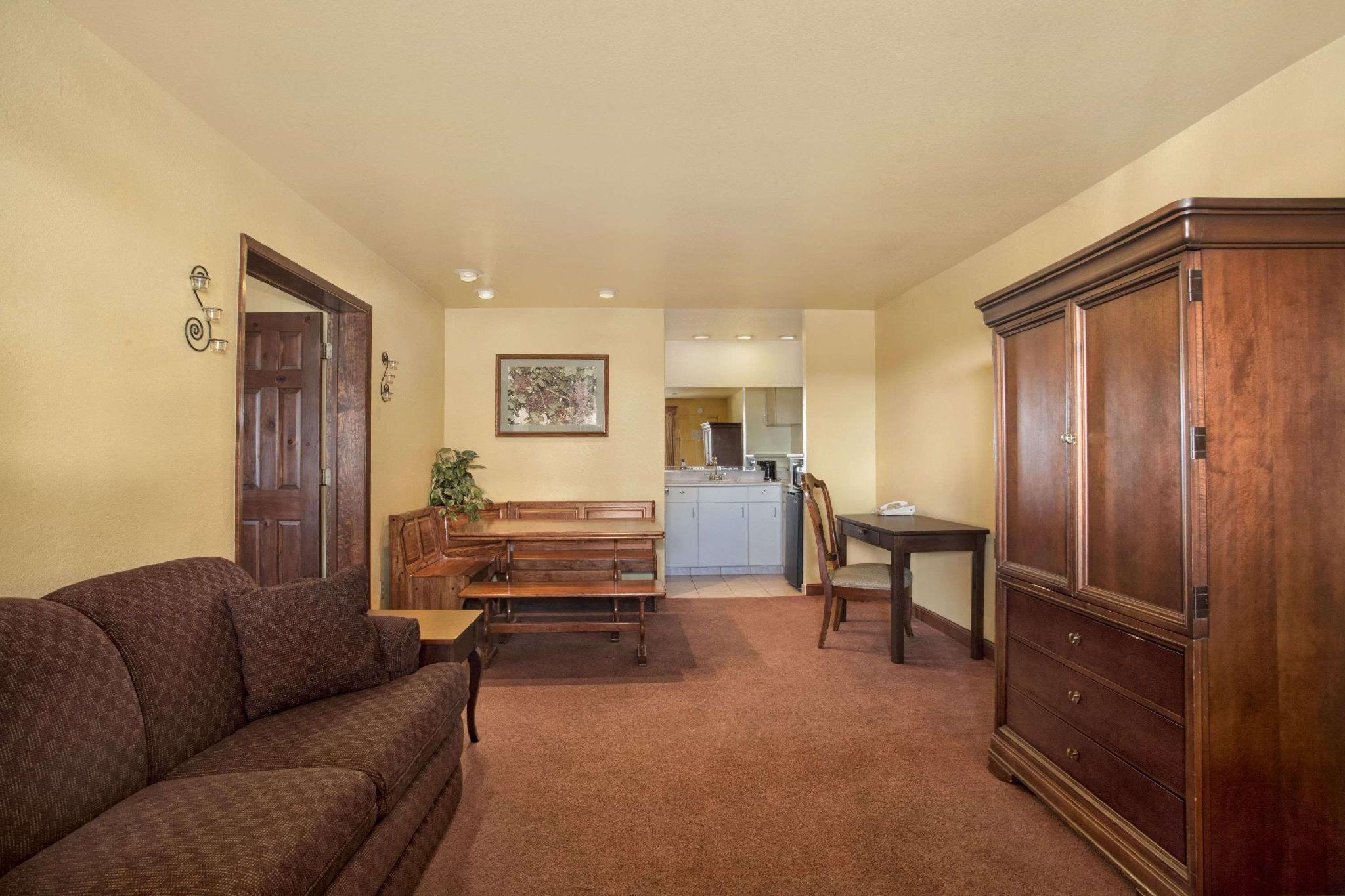 1 King Bed, Studio Suite, Non-Smoking