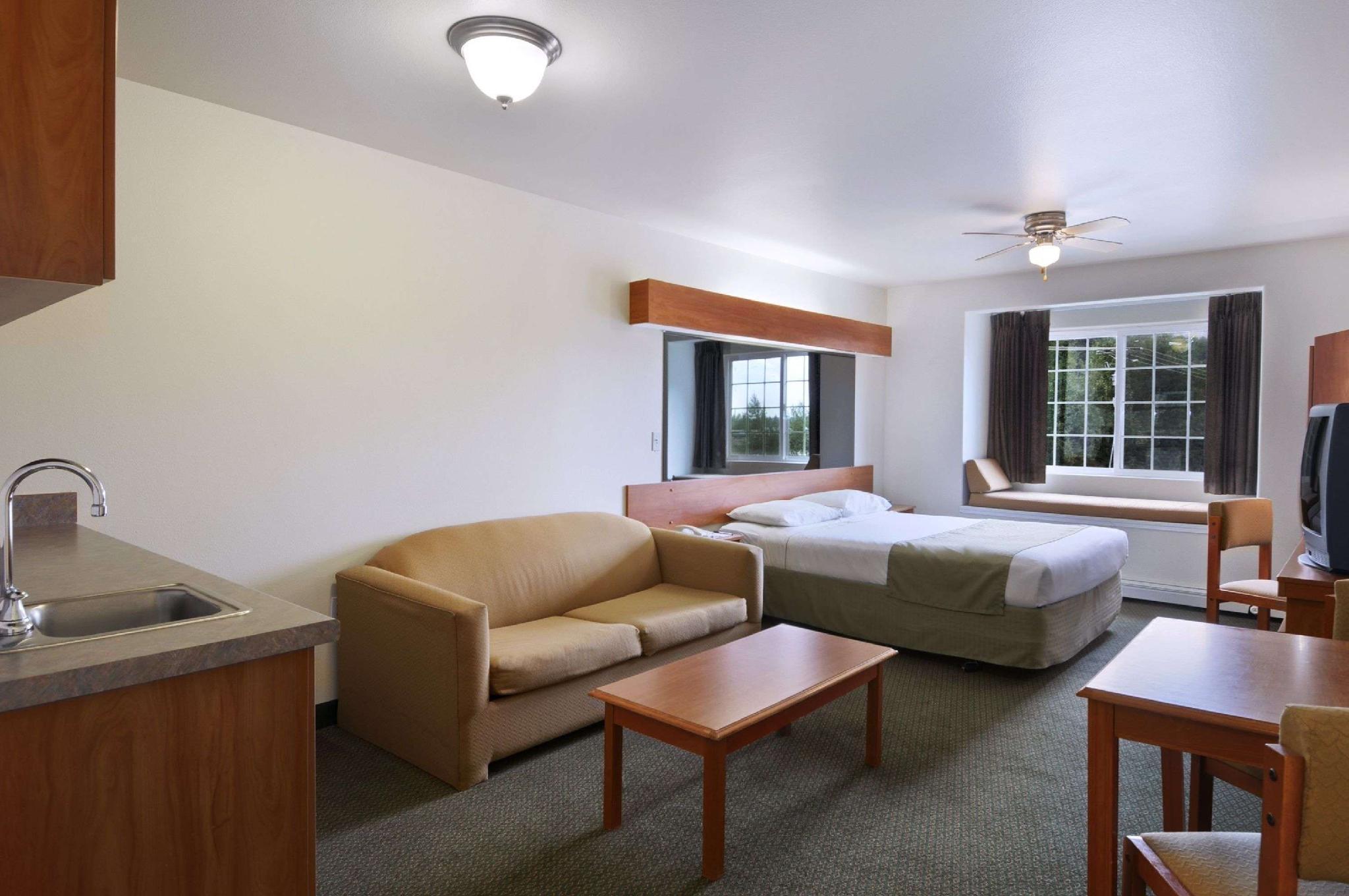1 Queen Bed Suite Non-Smoking