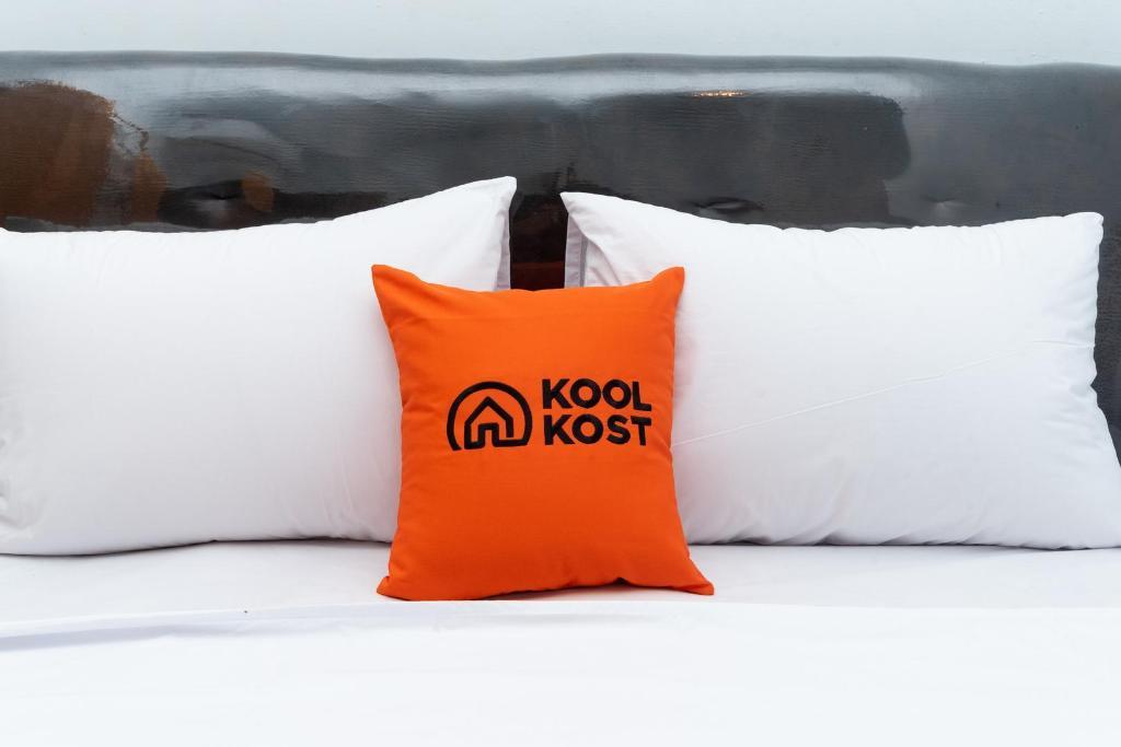 Bed nyaman di KoolKost near Gor Untung Suropati Pasuruan