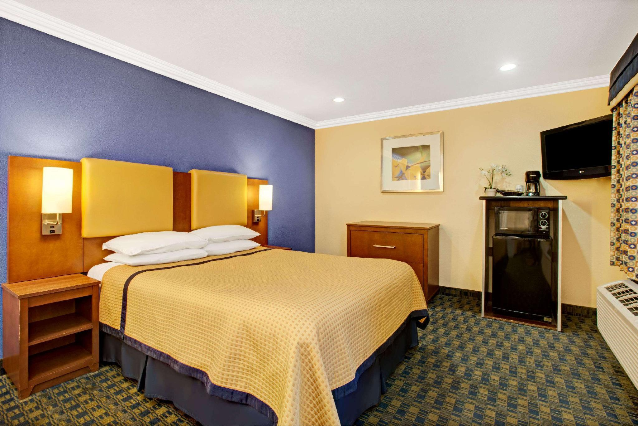 1 Queen Bed, Mobility/Hearing Impaired Accessible Room, Non-Smoking