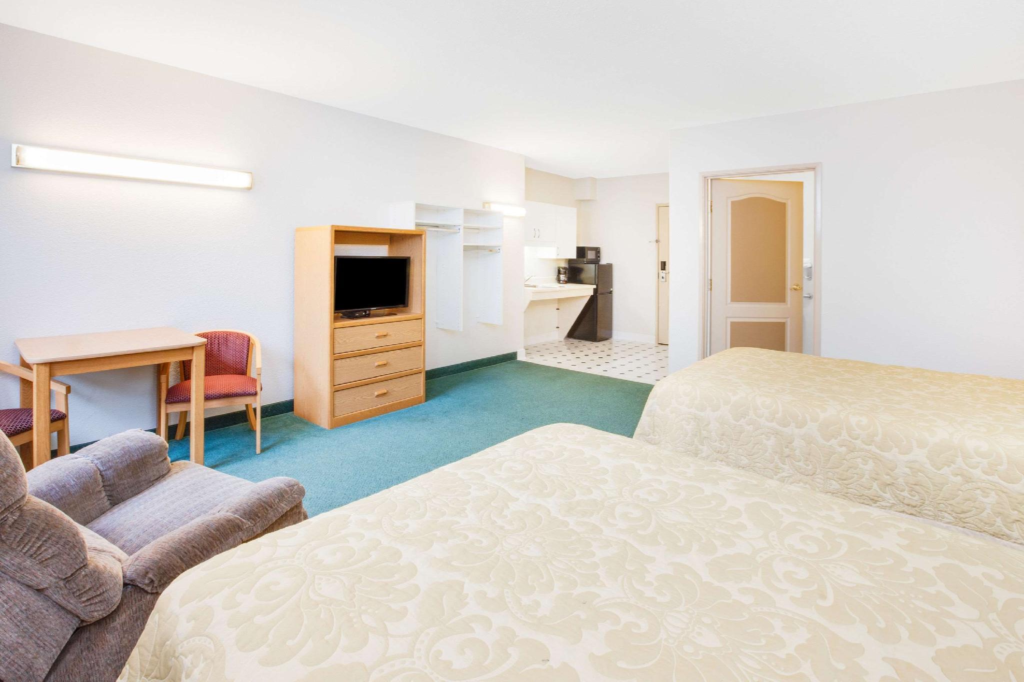 2 Queen Beds Suite Non-Smoking