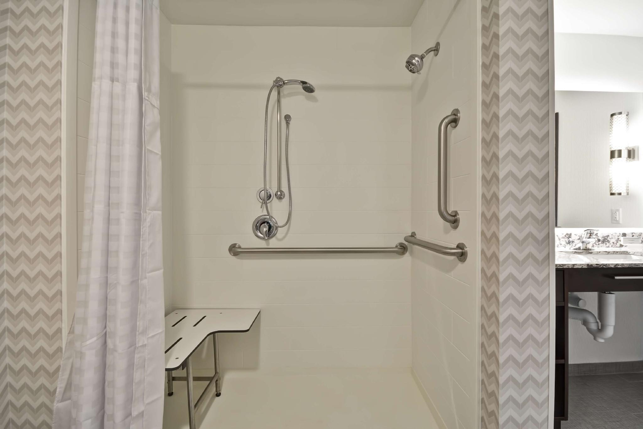 2 Queen Mobility Hearing Roll in Shower Suite