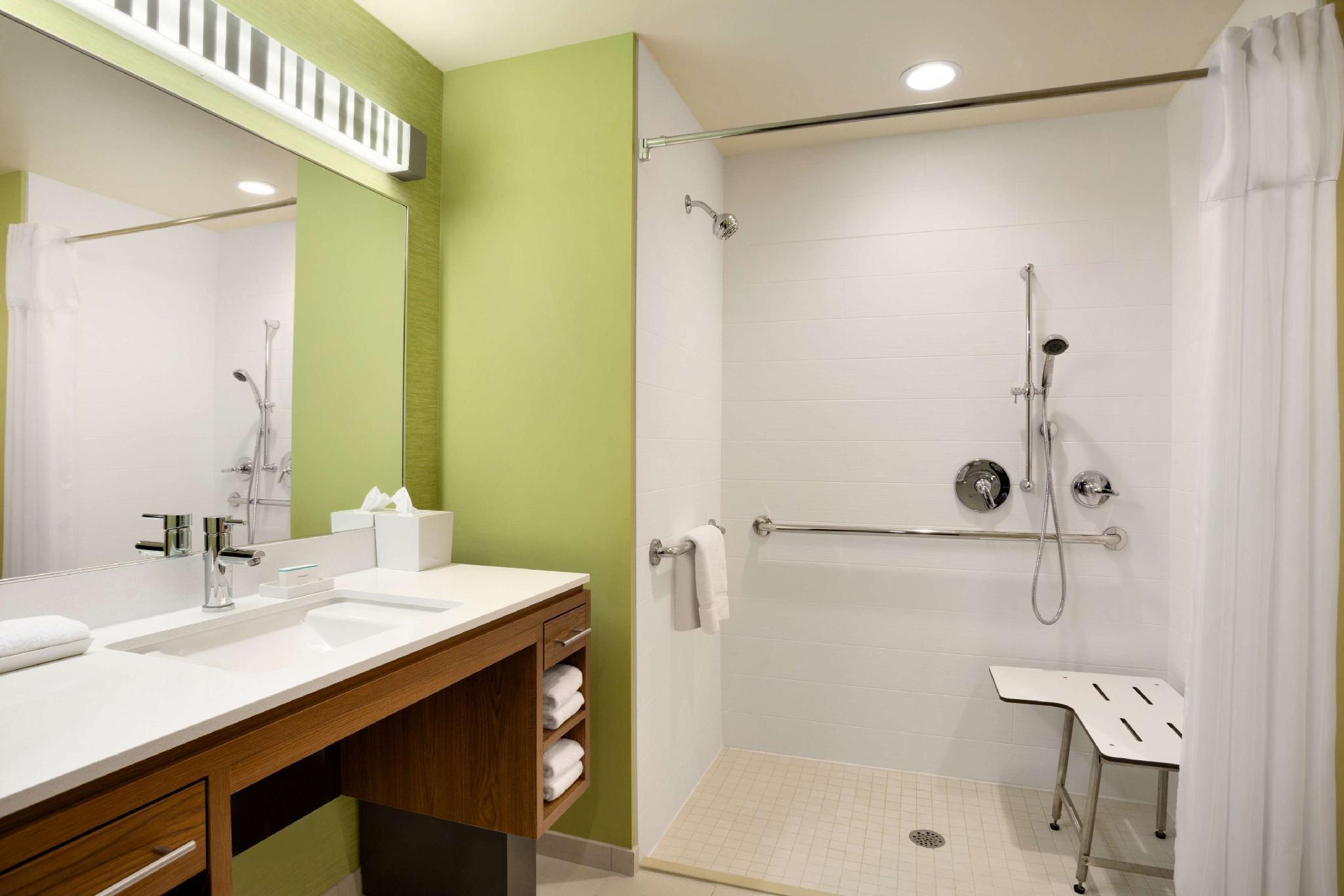 2 Queen Mobility Hearing Roll in Shower Studio
