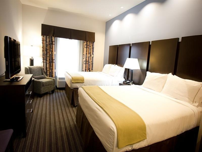 2 Queen Bed Suite Non-Smoking