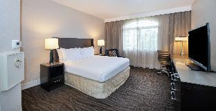 1 King 1 Bedroom Suite with Sofa