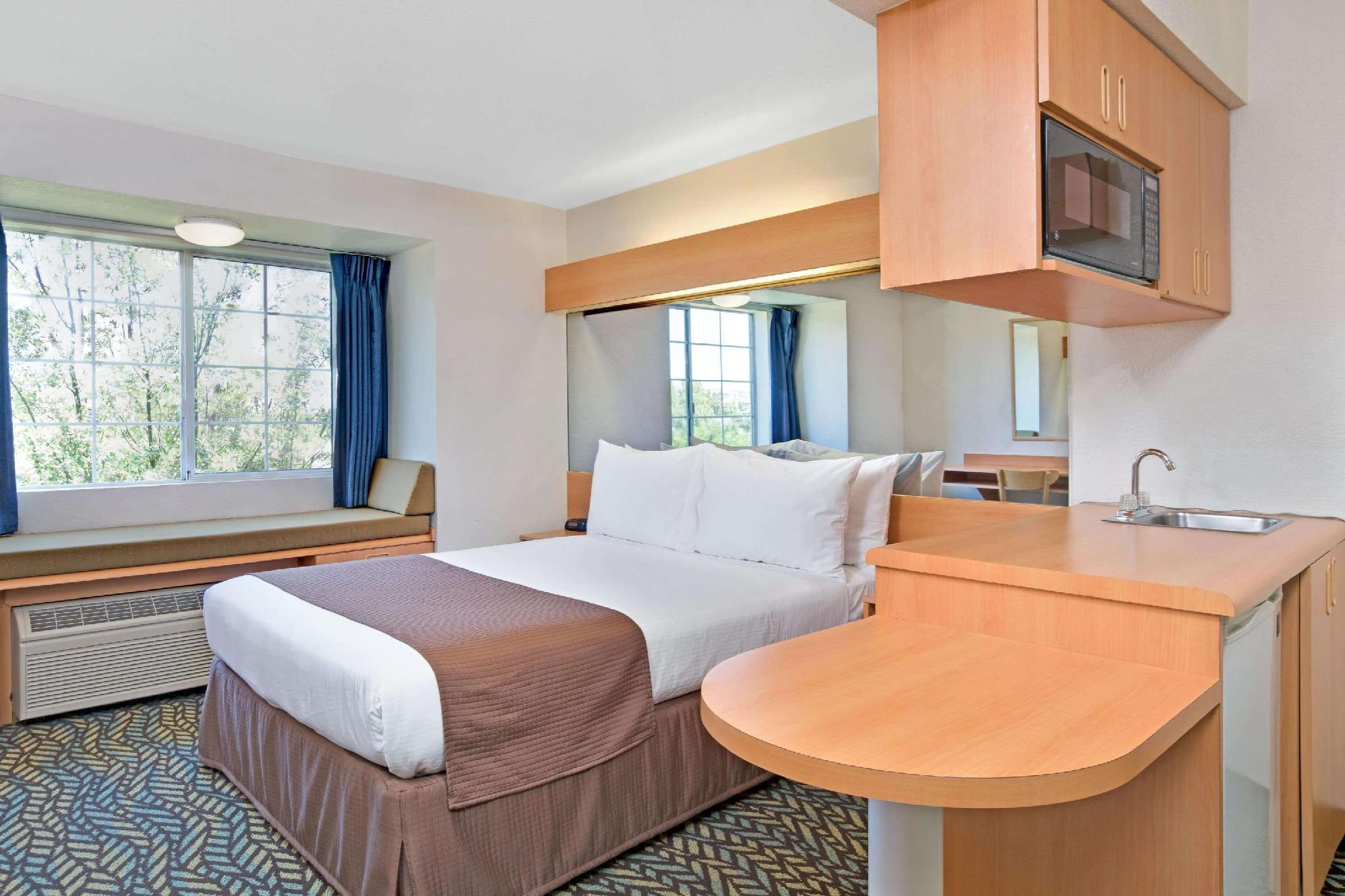 1 Queen Bed Accessible Room Non-Smoking