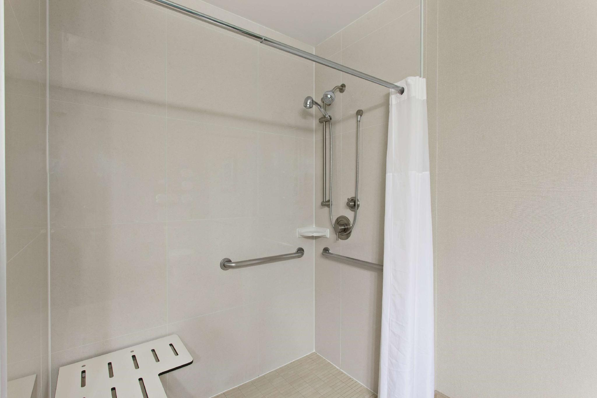 2 Queen Accessible Roll In Shower Non-Smoking