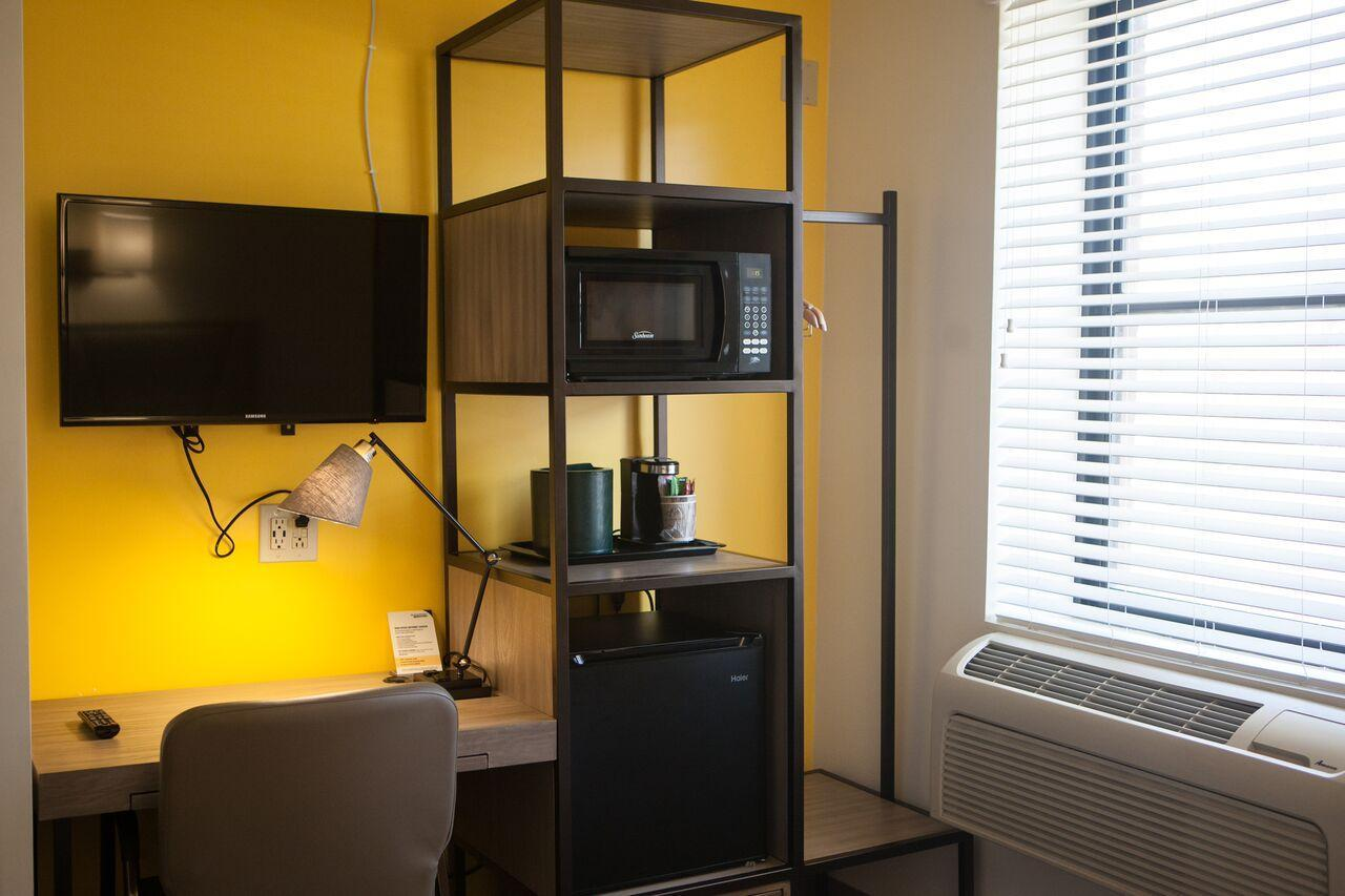 Deluxe Two Twin Beds