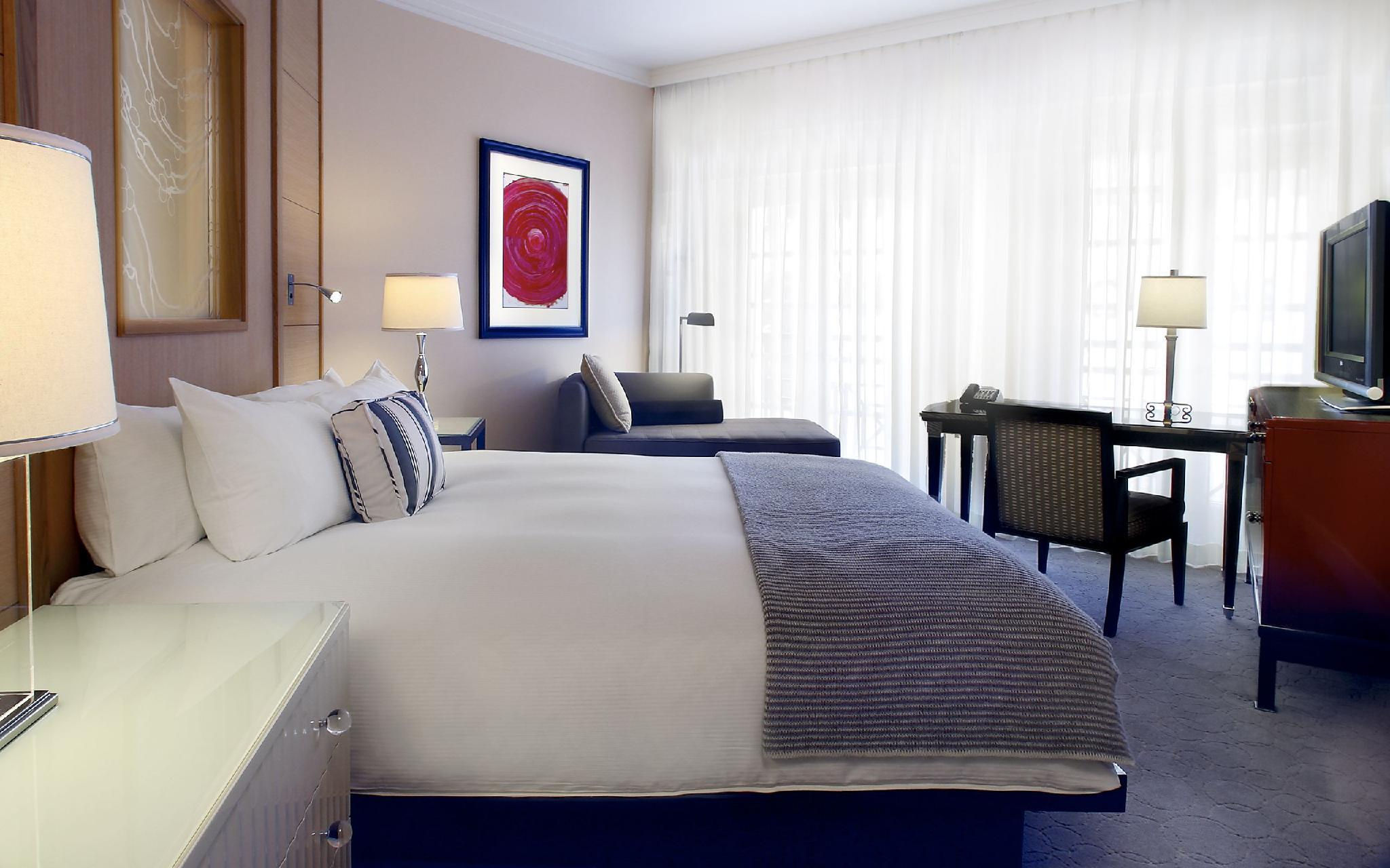 Hollywood Suite with King Bed