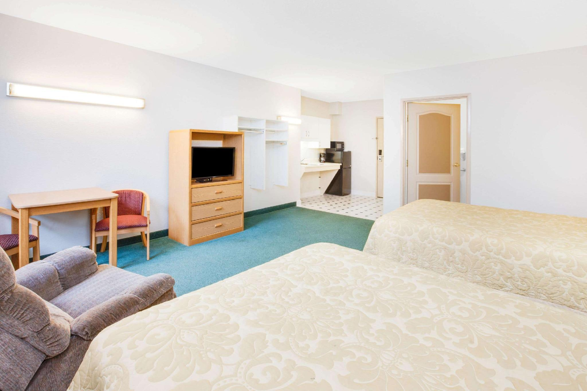 2 Double Beds Accessible Room Non-Smoking