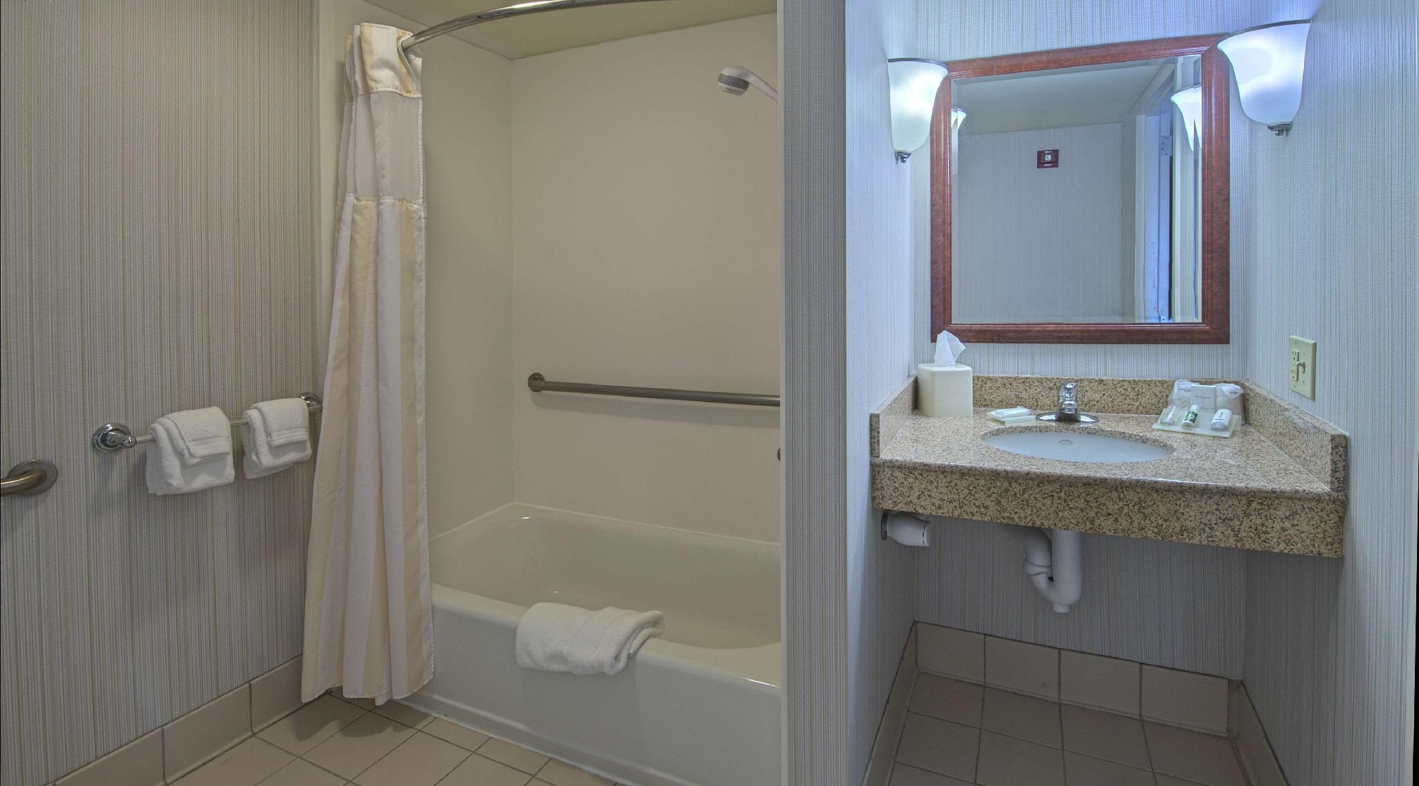 2 Queen Accessible Room with Bathtub