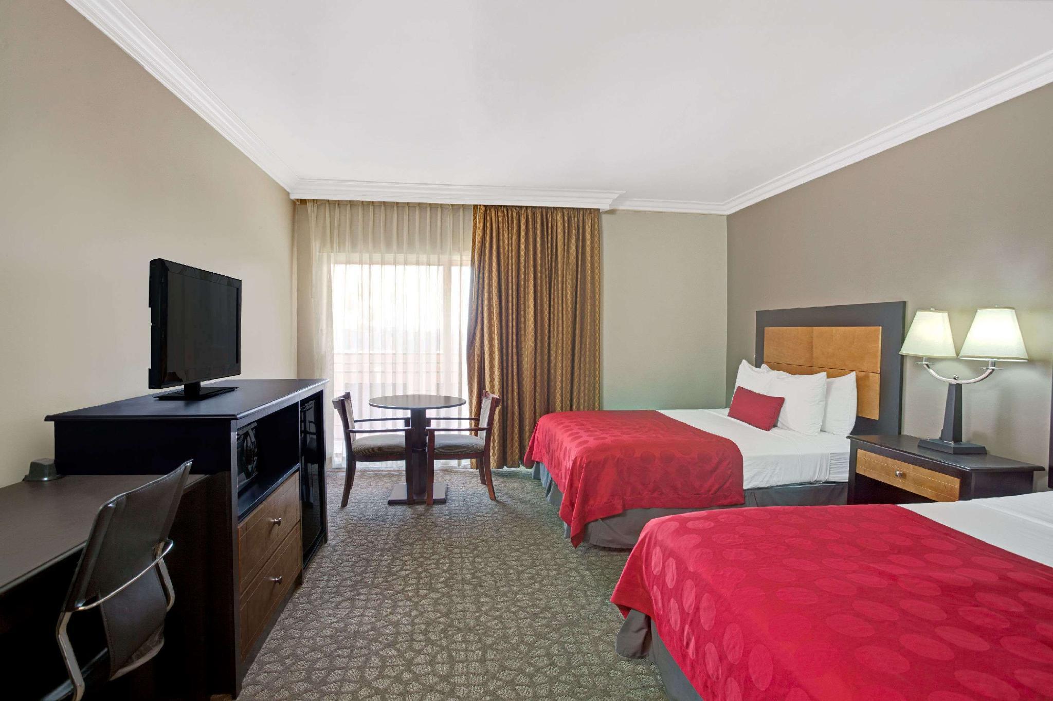 2 Queen Beds, Deluxe Room, Non-Smoking