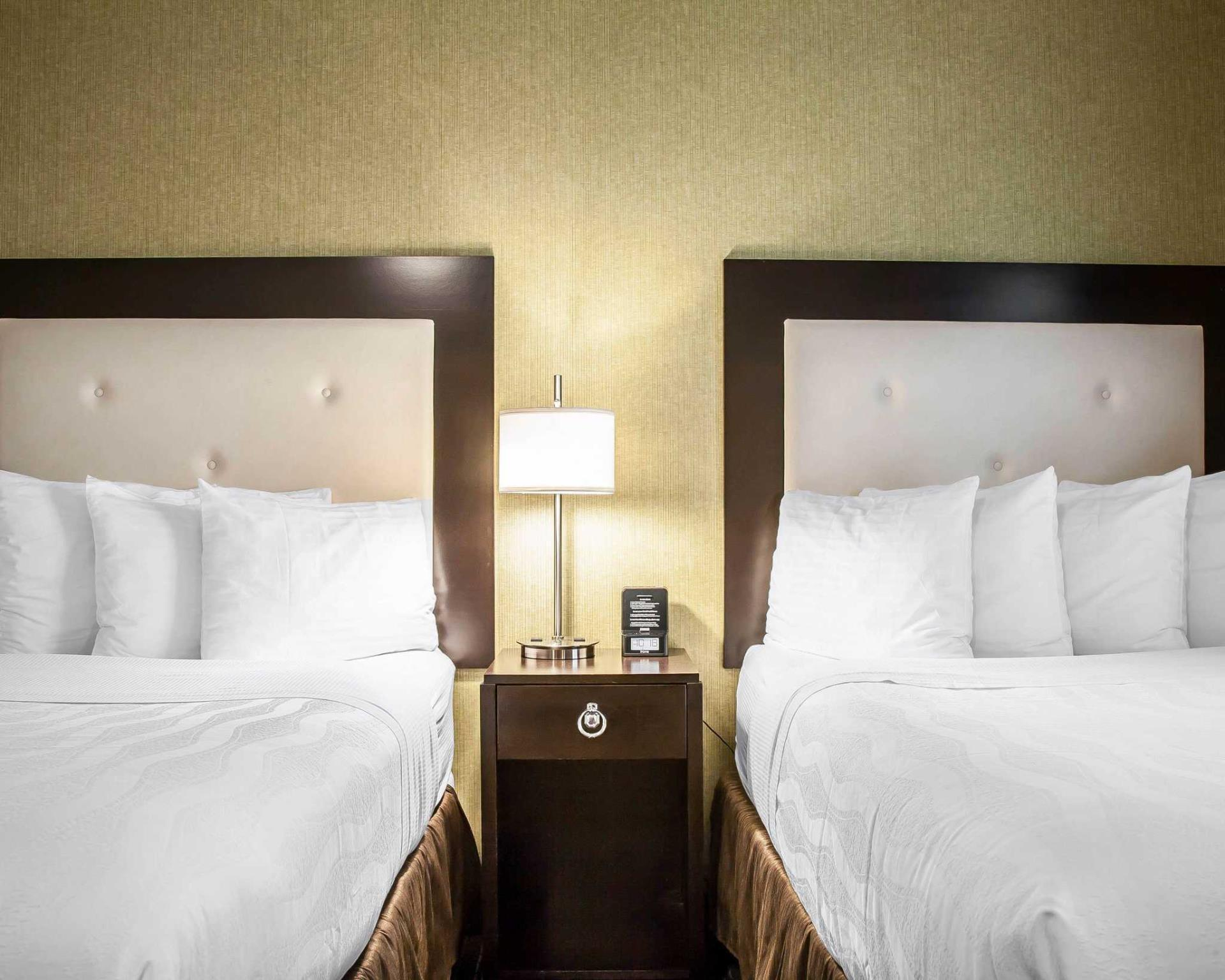 2 Double Beds Nonsmoking