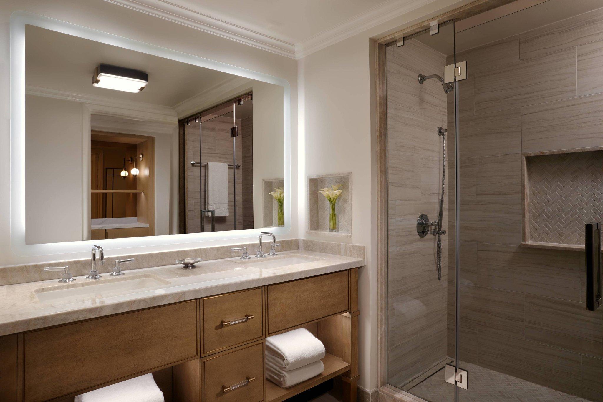 Deluxe Coastal, Guest room, 2 Double, High floor, Balcony