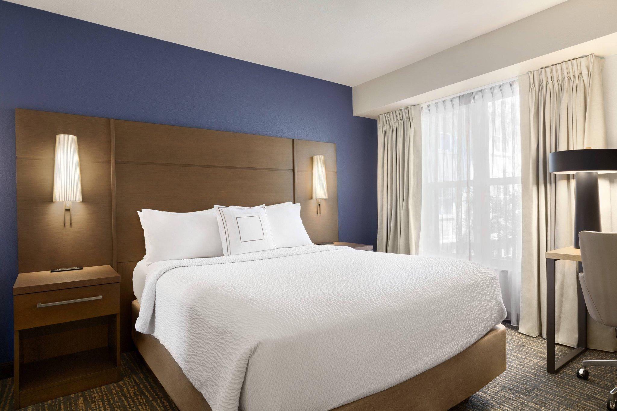 2 Bedroom Suite, Bedroom 1:  1 King, Bedroom 2:  1 Queen