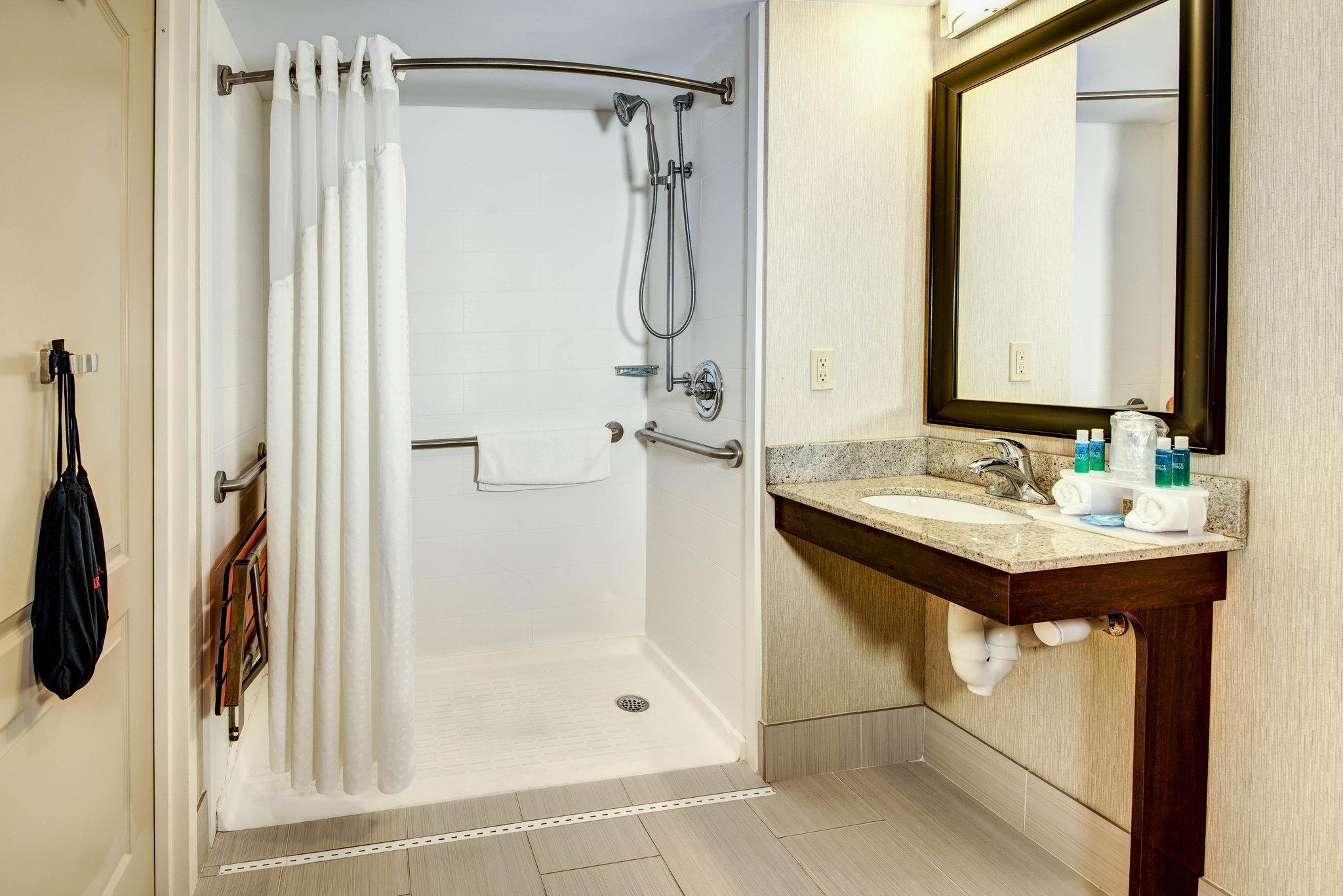 1 King Standard Communications Mobility Accessible Bathtub