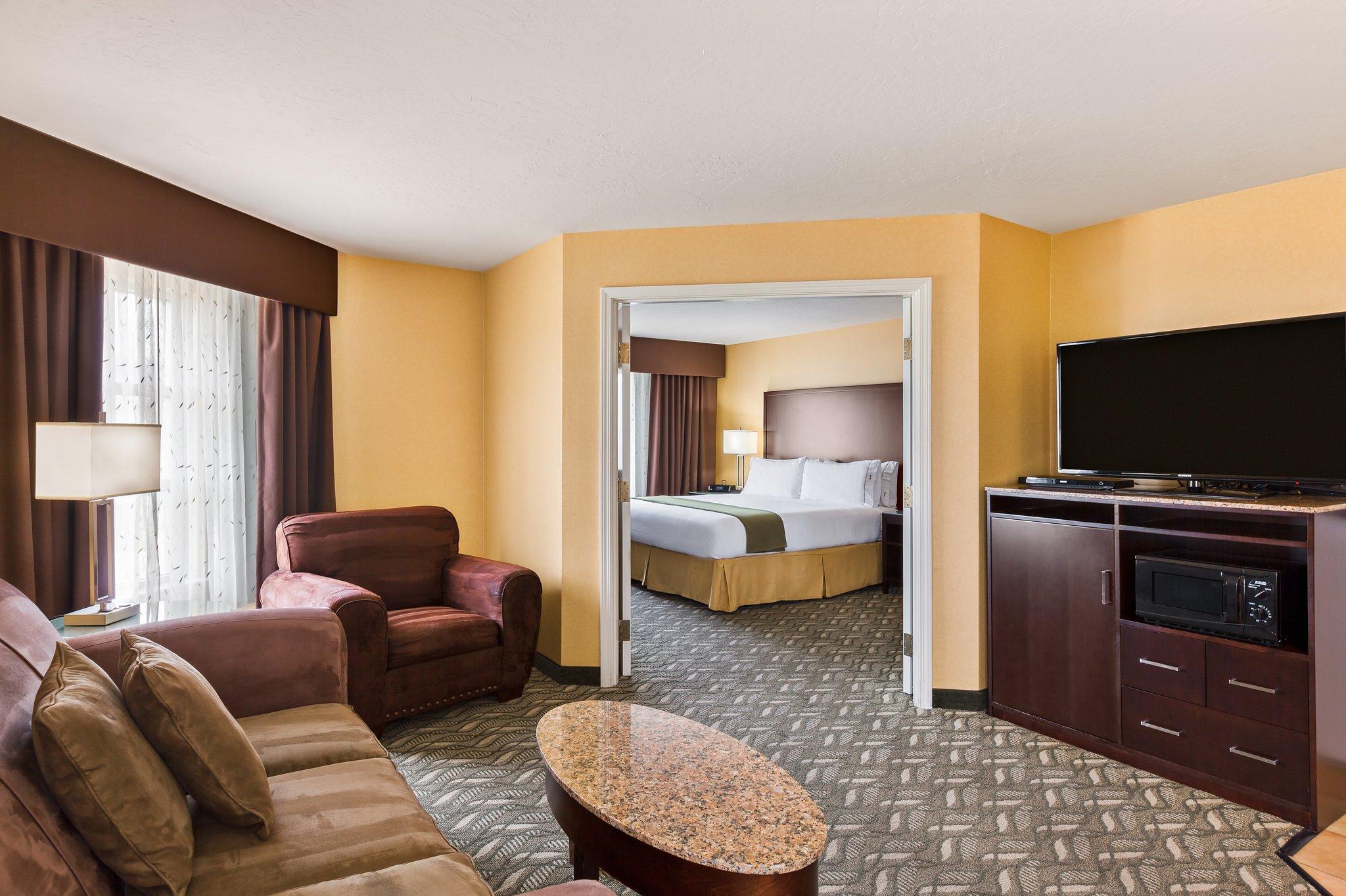 1 King 2 Bedroom Suite