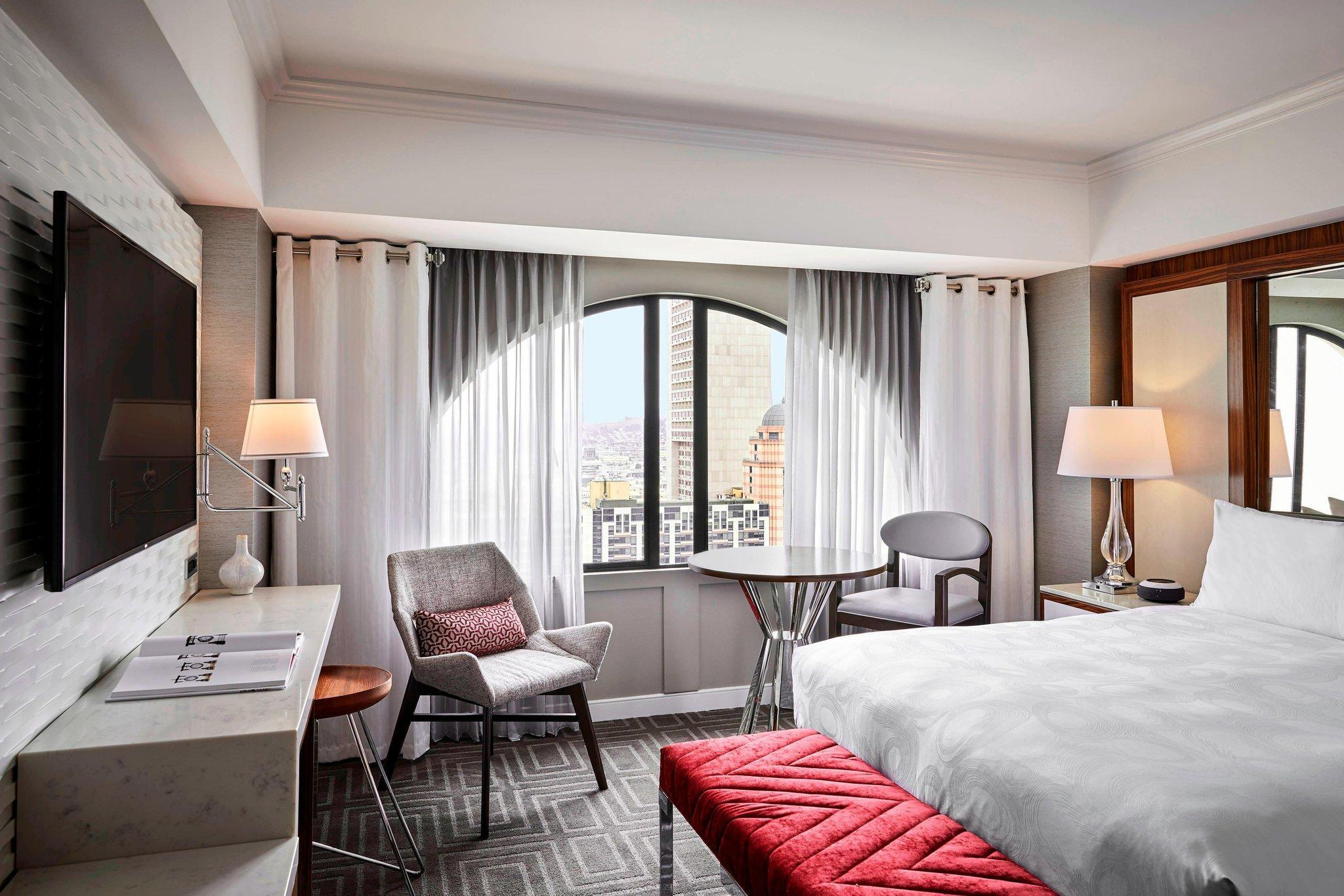 Guest room, 1 King, City view