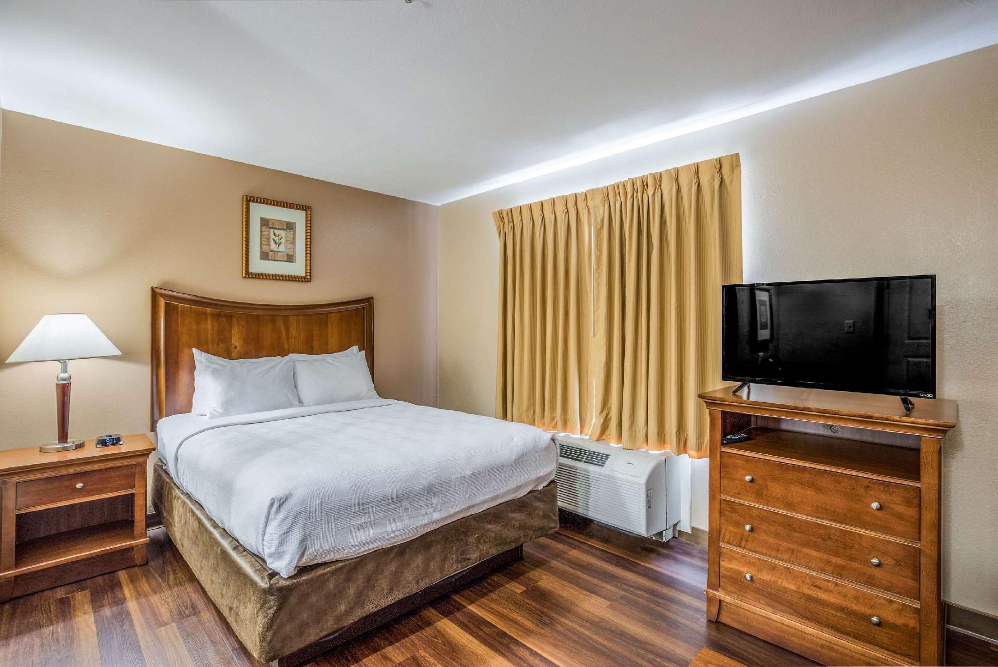 1 Queen Bed Efficiency Suite Nonsmoking Accessible