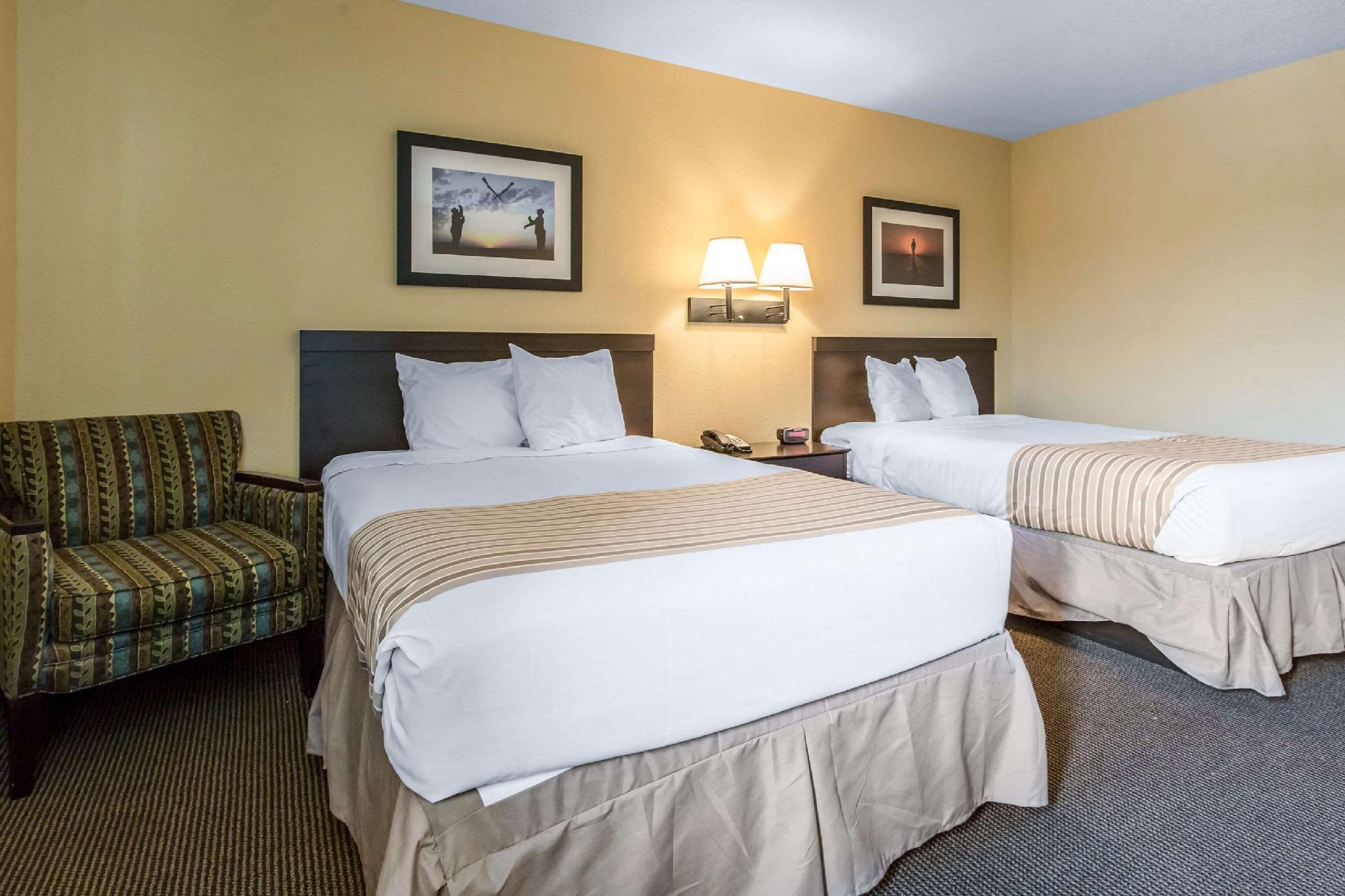 2 Double Beds, Efficiency, Suite, Nonsmoking